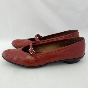 Salvatore Ferragamo Size 8 Ballet Flats Rust Red